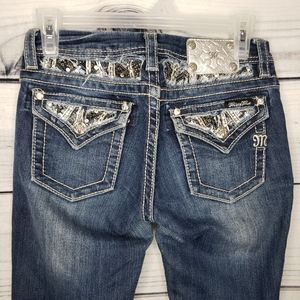 Girls Miss Me jeans embelishments pockets